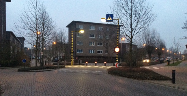 Verdwijnpalen moeten sluipverkeer weghouden uit Collegewijk Edegem