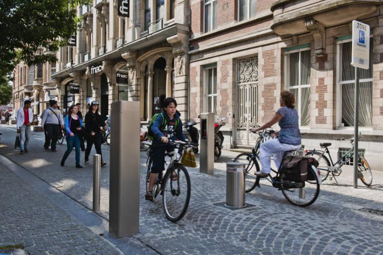 Fysieke toegangscontrole in steden: het creëren van efficiënte barrières tussen voertuigen en voetgangers